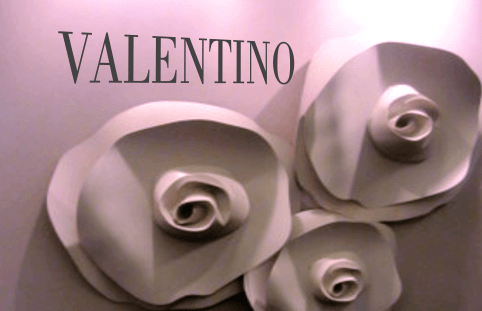 Large sacale Flowers  Valentino Perfum
