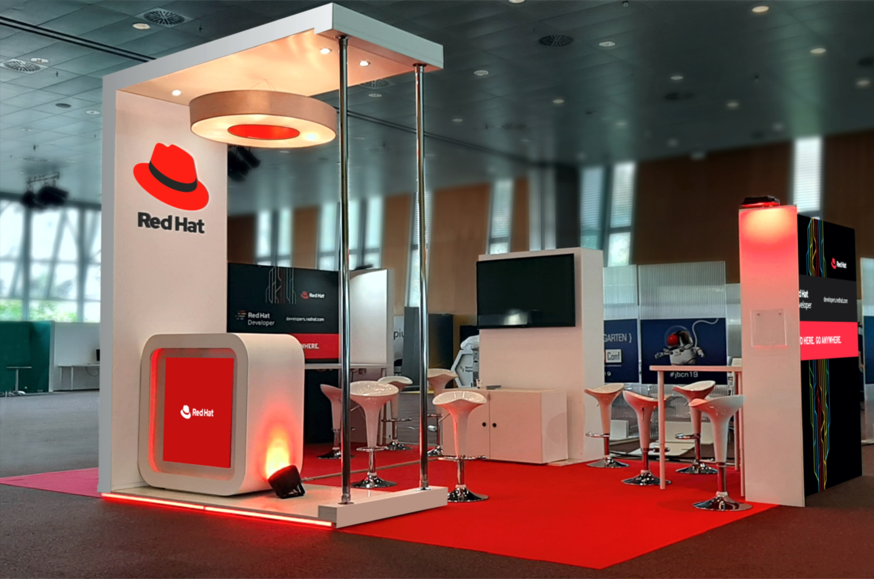 STAND RED HAT 2019